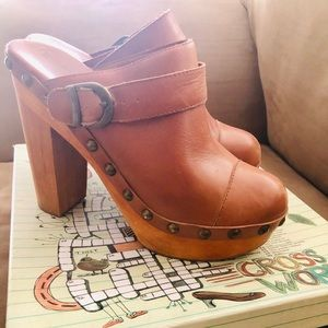 Jeffrey Campbell Tan Leather Clogs Platforms